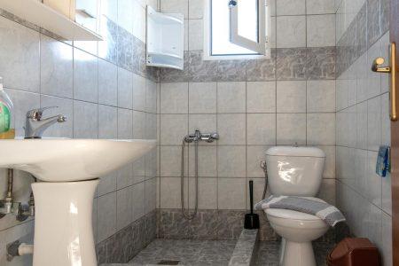 850_7691_bathroom_NP